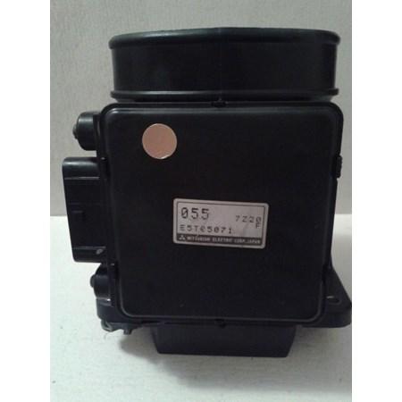 Medidor de Fluxo de Ar / MAF - Mitsubishi Pajero 3000 - E5T05071 - 055 - Original